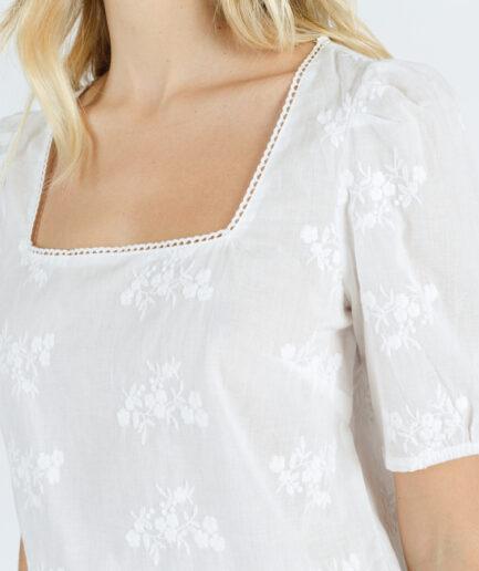 T-Shirt με κέντημα