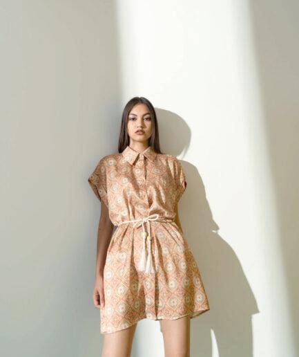 Φόρεμα μίνι λαχούρια με ζώνη μπεζ